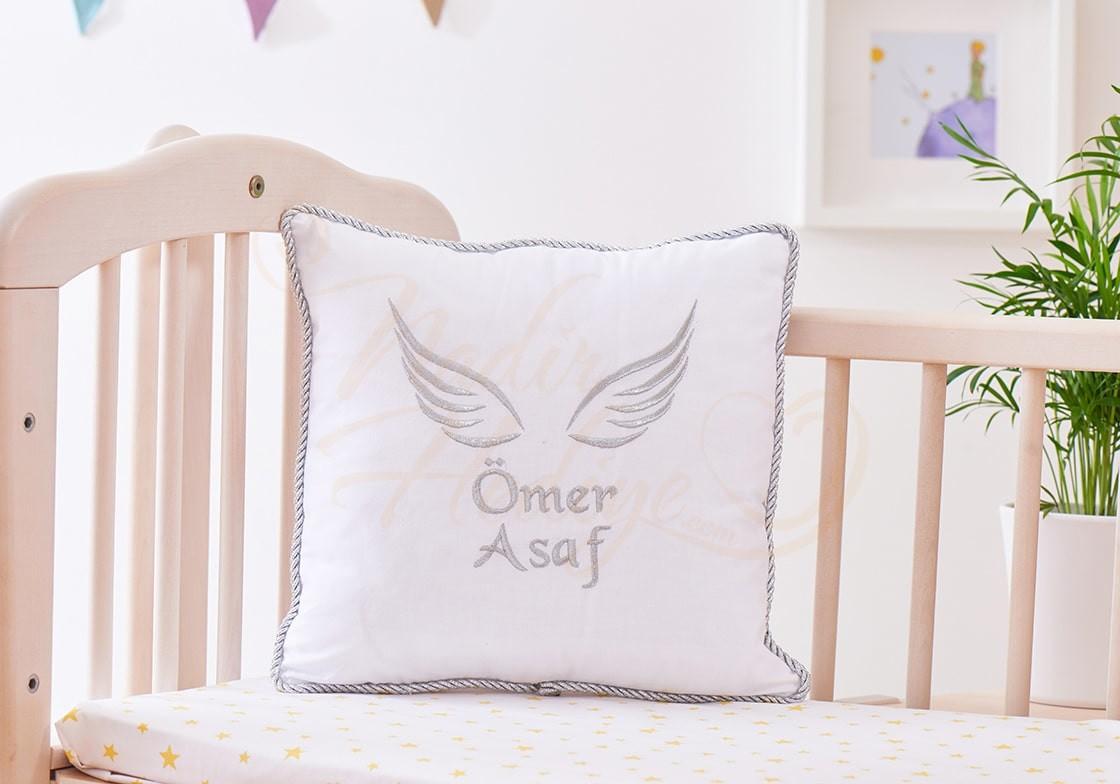 Bebek Takı Yastığı - İsim ve Melek Kanadı İşlemeli