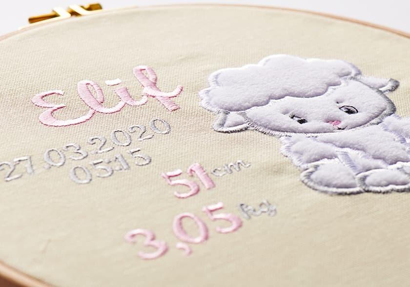 Kız Çocuk Doğum Panosu – Ahşap Kasnak 26 cm